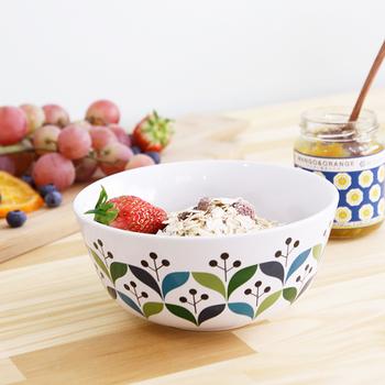 北欧スウェーデンのデザイナーが手がけたこちらのシリーズは、その名の通りレトロな可愛さにあふれています。ヴィンテージのような懐かしさもありつつ、爽やかな色使いが朝の食卓にぴったり。