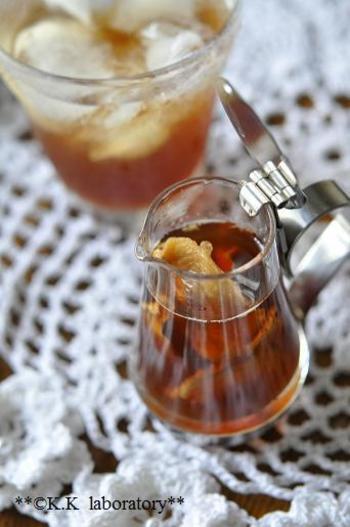 関西ではなじみ深い「ひやしあめ」。レンジを使って加熱するので、手軽に作れます。水や炭酸水で割る他、氷をたくさん入れたグラスに注いでロックで、という楽しみ方も。