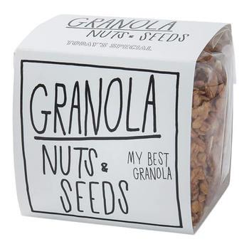 ごろごろ入った有機ナッツと種子類が嬉しいこちらのグラノーラは、ナチュラルで高品質な材料にこだわっており、保存料・着色料も使っていません。パッケージもおしゃれですよね。