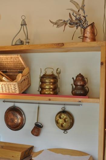 小麦の香りが漂うこじんまりとした店内には、おしゃれな小物も飾られていてとってもキュート。