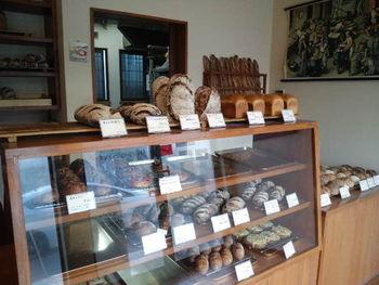 粉の美味しさがじっくり味わえるハード系のパンが人気です。