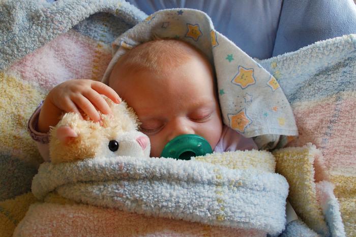 すやすや、眠る赤ちゃん。「どんな夢をみているのかな?」