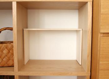 棚にできた余分な空間…活用できていないともったいなく感じますよね。そんな時は100円ショップの板を使って気軽にコの字ラックを作ってみましょう♪