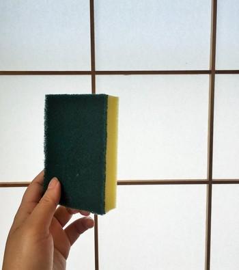 毛玉取りとして使用する部分は、スポンジの裏(不繊布研磨材)、鍋の焦げを落とす硬い緑色の部分です。