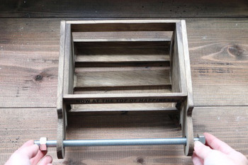 最後にカッティングボードの穴からナガネジを通し、ナットでとめれば完成です*