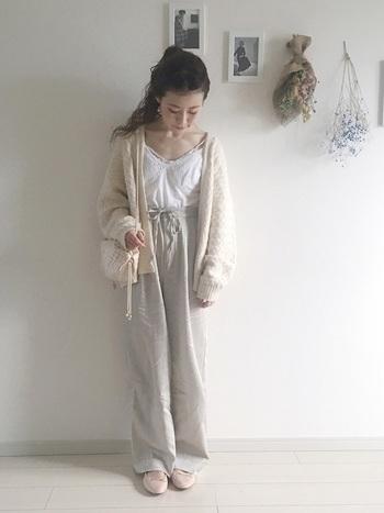 H&Mはお洋服はもちろんですが、流行のファッション小物が特に豊富です!なんとバレエシューズもプチプライスで手に入ります。  全体をホワイト&ベージュ系でまとめたナチュラルスタイルの仕上げに♪
