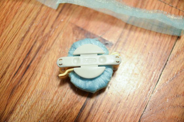 もちろんなくても作れるけど、たくさん作ったりきれいに仕上げたいならポンポンメーカーを使うのがオススメ。