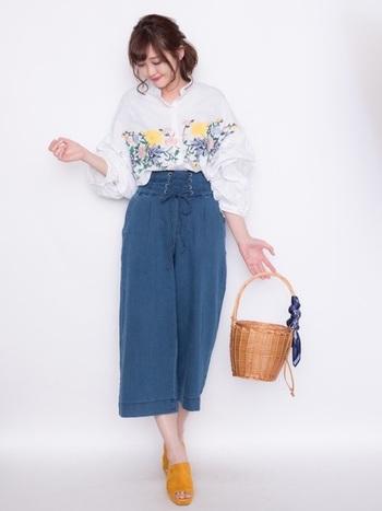 ファッションセンターだからと侮れないのが、しまむらのアイテム。編み上げワイドデニムパンツは刺繍ブラウスにもぴったりでオシャレ度UPに貢献します。GUのオープントゥのミュールもまた可愛いですよね。