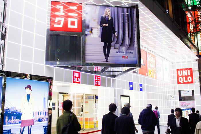 「ファストファッション」とは、より安く、より早く、流行を取り入れた商品を低価格で大量生産し、短期間で販売するブランドやその業態のこと。代表的なものとして、ユニクロ、GU、H&M、フォーエーバー21、しまむらなど、街にはファストファッションが溢れています。