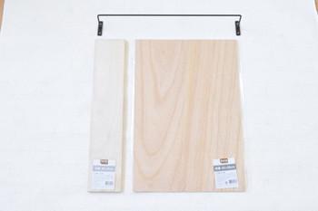 材料はこちら。板を自分好みの色にすれば、お部屋にすっきりとマッチしますね。