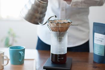 コーヒーの焙煎とハンドドリップを楽しめるコーヒー器具を開発しているIFNi ROASTING&CO.(イフニ ロースティング&コー)が、山梨県を拠点とするコーヒー器具ブランド「ILCANA(イルカナ)と共に作ったワイヤータイプのドリッパーです。