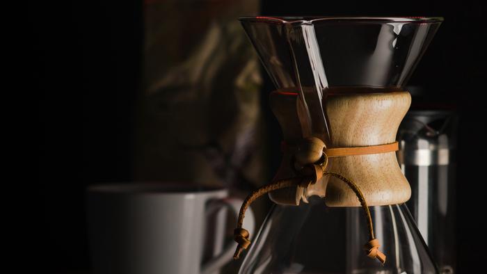美味しいコーヒーを淹れるには道具も大切です。ドリッパーやフィルターなど、こだわってみたいコーヒーアイテムは沢山ありますが、まずお気に入りの一品を見つけるところから初めてみましょう。素敵な道具との出会いは、きっとコーヒーの新たな魅力に気付かせてくれますよ!