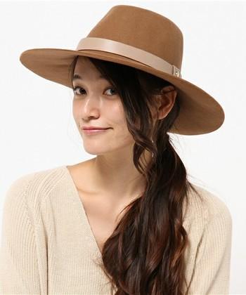 こちらは、技ありのワンサイドダウン。ゆるくまとめてワンサイドダウン。帽子と合わせて涼しげです♪