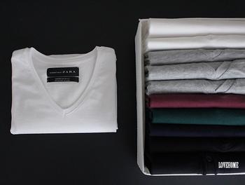 ショップのように揃えてたたまれた服はすっきりと収納しやすいものです。収納の大きさに合わせてコンパクトにたたむコツは以下リンクをご参照ください♪