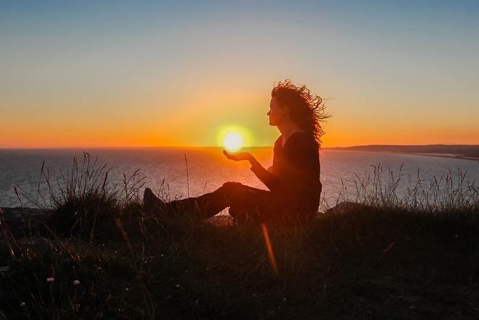 ハートを癒し、慰め、背中を押してくれるような応援ソングを、いつもあなたの再生リストに入れておいてくださいね!