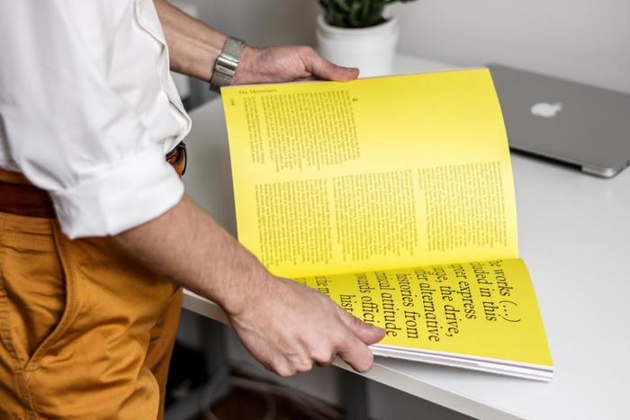 海外ではよく見かけるマガジンツリー。雑誌を折るだけで簡単!