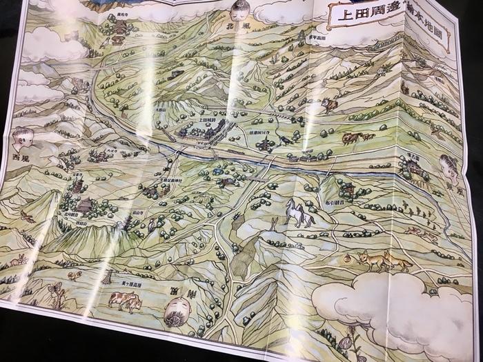 1本から購入することも、箱に何本かまとめて詰めてもらうこともできます。箱に封入されているのが、こちらの「上田周辺 絵本地図」。長野の涼やかな風が流れてきそう。お土産に渡したら「上田に行ってみたいな♪」と思ってくれそうですね。