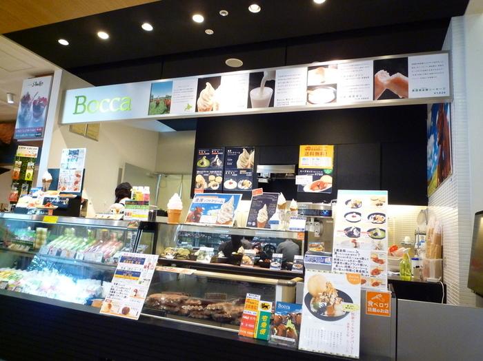 北海道伊達市の内浦湾を望む丘陵地帯に牧場を持つ、チーズ工房の直営店。「牧家の白いプリン」をはじめ、「牧家 飲むヨーグルト」、「牧家 練葛杏仁」、「熏煙黄金豚ソーセージ」など人気商品がお買い求め頂けるほか、イートインもできます。
