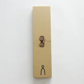 箱も素敵なんです。 説明書も丁寧に書かれた物が入っており、メンテナンスもとてもリーズナブルに受けてくれます。 永いお付き合いが出来るブレッドナイフ。人気過ぎて数ヶ月待ちの状態のなるのも頷けます。