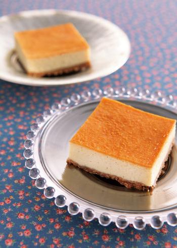 ベイクドチーズケーキ、レアチーズケーキ、スフレチーズケーキと、チーズケーキには種類がいろいろあります。シンプルでありながら、奥の深いスイーツ。チーズケーキファンが多いのは、そんなところにも理由があるのかもしれませんね。