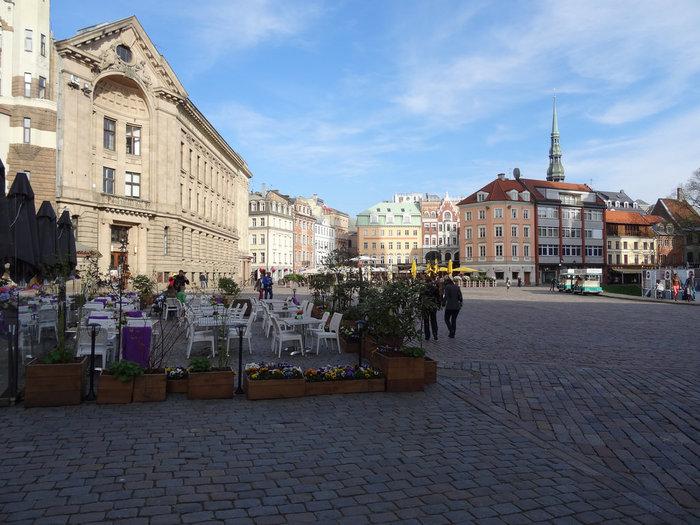 リガ旧市街は、その街並みの美しさから世界遺産に登録されています。旧市街には、約300棟ものアールヌーボー調の建物が残されており、18世紀末から19世紀初頭の面影を色濃く残しています。