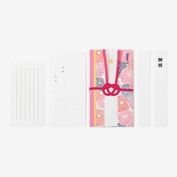 「壽」、「御祝」と無地の三枚の短冊がついています。また、メッセージカードも添えられているので、一言、直筆でお祝いの言葉を入れてあげるとより喜んでもらえますね。