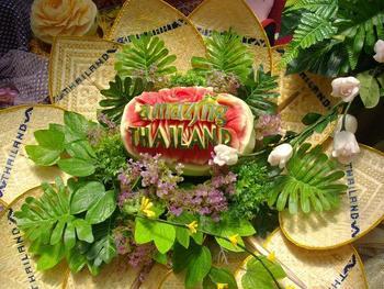 タイのレストランでは、このようなフルーツ&ベジタブルカービングが多く見られます。