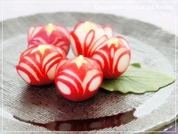 サラダやお弁当の付けあわせに便利なラディッシュの飾り切りもカービングナイフを使うとやりやすいです。