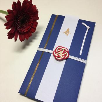「MHA-ADEPT'S GALLERY」のご祝儀袋は、クラシカルな雰囲気にすっと新しいものをプラスして、落ち着きのある美しさを醸し出しています。
