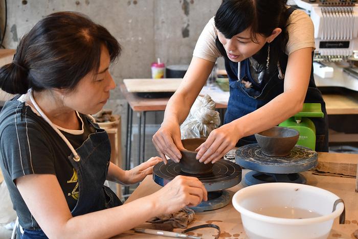 陶芸を体験できる所は数多くありますが、こちらの陶芸ワークショップは全5回で、初心者でもじっくりと陶芸を学ぶことが出来ます。1回で2~5個ほど作れるようなので、いろいろな作品が作れるのは嬉しいですね。