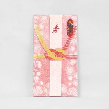 結婚祝いで使うご祝儀袋の水引は、一度きりのお祝いという意味を込めて、結びきりやあわじ結びといった結び方のものを使います。