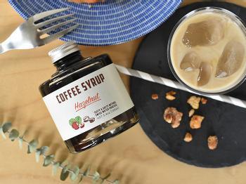 コクのあるヘーゼルナッツのフレーバーのコーヒーシロップに牛乳や豆乳を注ぐだけで、美味しいカフェオレを作ることができます。なんと、99.9%カフェインを除いた豆を使用しているので、妊娠中のお友達にも安心してプレゼントすることができます。  価格:1,620円