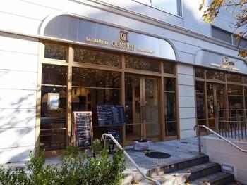 フランスパンで有名なVIRONの手がける食パン専門店「CENTRE THE BAKERY(セントル ザ・ベーカリー)」。 行列必須ですが、一度は食べてみたい人気店です。