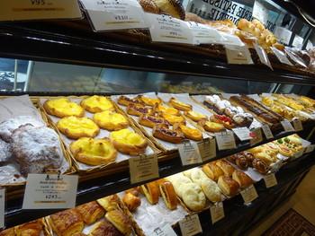 併設されたブーランジェリーで、パンやキッシュを買うことも出来ます。テイクアウトはもちろん、カフェでイートインも可能です♪
