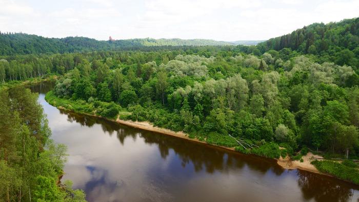 豊かな自然に囲まれたスィグルダ周辺は、ガウヤ国立公園に指定されており、渓谷と森が織りなす風光明美な景色が広がっています。