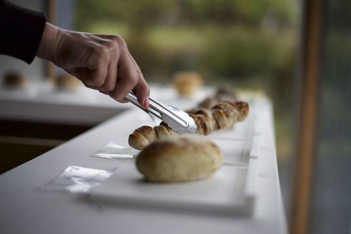 世界遺産やユネスコ無形文化遺産などを持ち、数多くの日本の歴史を残す三重県。国際的な取り組みも多く、国内外に発信する魅力の中には『食』に関するものも多い事をご存知ですか?今回はその『食』からパンをピックアップ。個性豊かなおすすめのパン屋さんをご紹介していきます。