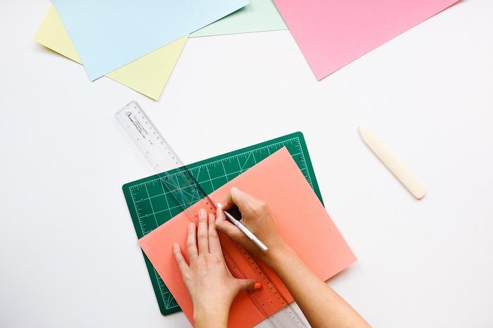 おうちにある折り紙や色画用紙、メモ帳などでも簡単に作ることが出来ます!