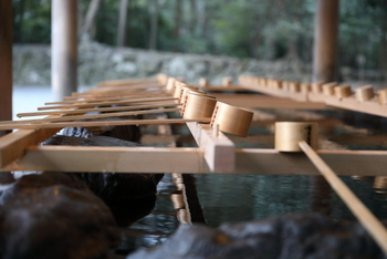 キナリノ読者のみなさんは伊勢神宮にお参りに行ったことはありますか?今回は、日本人の心のふるさとと言われている「伊勢神宮」についてと、参拝の前やお帰りに是非寄ってみたい、心も体も休まる素敵なカフェをご紹介したいと思います。