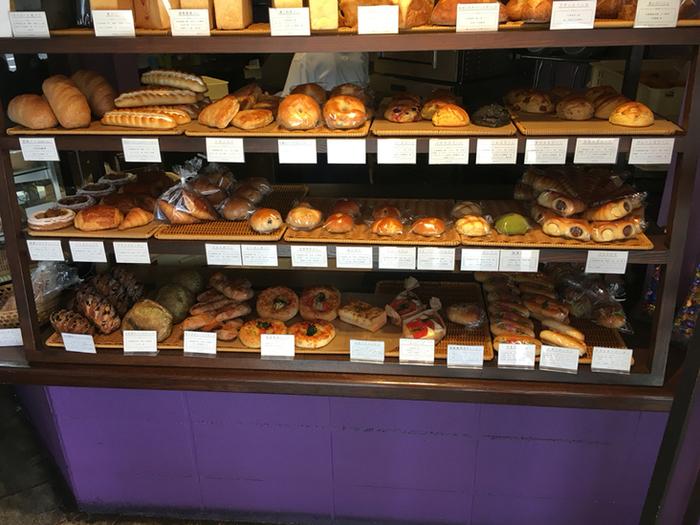 素材には天然酵母や有機栽培のものを使い、身体に優しいメニューばかり。しかもパンはプチサイズなのでついついたくさん買ってしまいます。