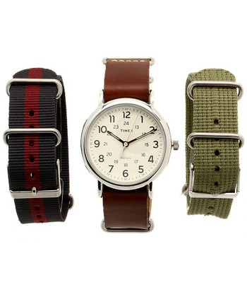 ベルトを変えるだけで雰囲気をがらっと変えることが出来るので、1つの時計でいろんな表情を楽しむことが出来ます。