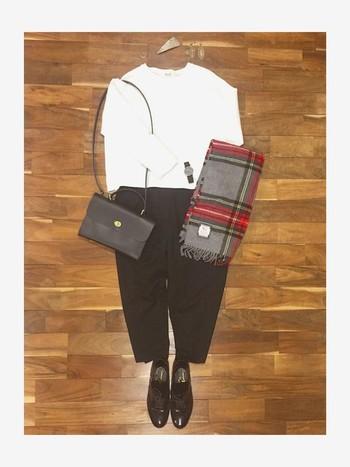 ナイロンベルトでも、黒でシンプルなデザインのものを選べば、きれいめコーデにも合わせられます。ブラックフェイスでちょっとクールな印象に。