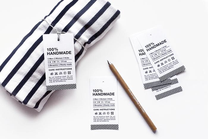 「100%HANDMADE」のタグにセンスの良さを感じますね。手作り雑貨をプレゼントする時につけたいタグです。タグをつけるだけで、まるでお店の商品のように見せることができますよ。