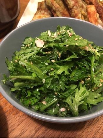 お鍋の時しかお目にかからない…。そんなイメージを持っている人もこのレシピで春菊のファンになってしまうかも!? 春菊の新しい食べ方です!