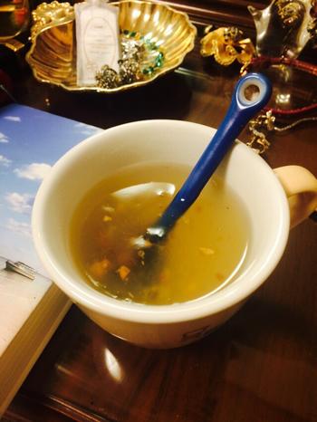 東京・中野のお茶屋さん「OHASHI」のマロン葛湯。栗が入っているので、ほっくりした食感も楽しめます。 この他にも、木苺葛湯・ココア葛湯・ラフランス葛湯・ブルーベリー葛湯などがあります。