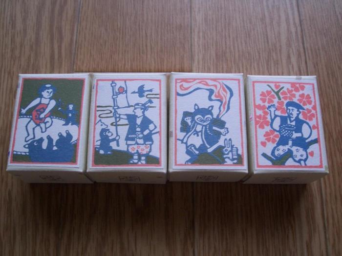 金沢の加賀落雁のお店「諸江屋(もろえや)」の「オトギクヅユ」。商品名のとおり、昔話がモチーフのパッケージです。お湯を注ぐとあられが浮いてきます。年配の方にも喜んでいただけるプレゼントになりますね。