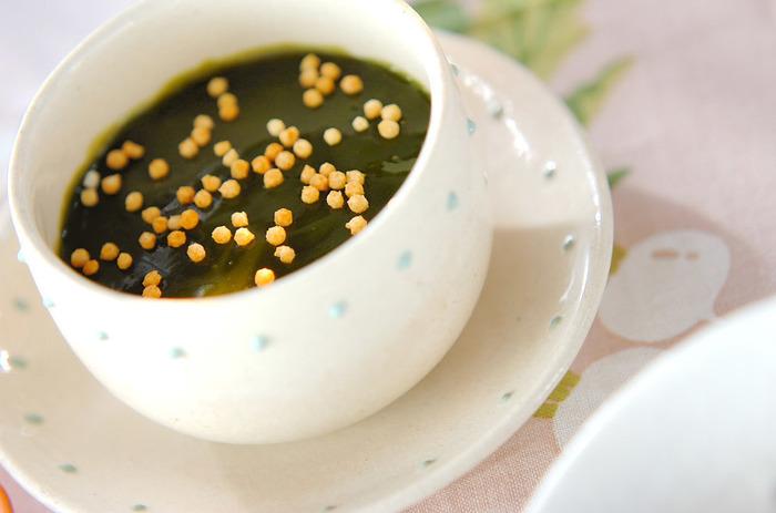 抹茶の葛湯。甘さが足りないときは砂糖の量を増やしたり、オリゴ糖などをかけたりして調節しましょう。