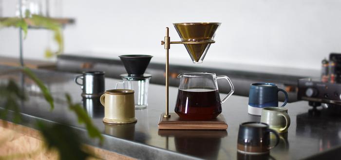 """""""コーヒーはハンドドリップ派""""というパパには、こんなスタイリッシュなコーヒーアイテムはいかが?ドリップしている時間もじっくりと楽しめますよ。"""