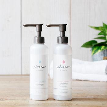 ヘアミルクやヘアオイルもおすすめ。パサつきだけでなくカラーの褐色防止や紫外線対策までしてくれるものを選んで、夏の強い陽射しにも負けない健康な髪を手に入れましょう!