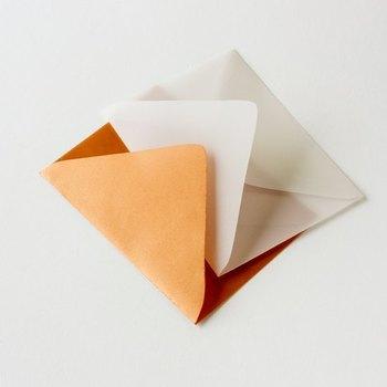 好きな包装紙や画用紙を使えばあっという間にお気に入りの封筒が出来上がります。