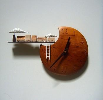 ◆wooden farm/すがのたかね◆  木の温かみと幻想的な雰囲気に引き込まれる、すがのたかねさんの掛け時計。見る人の想像の世界を広げて豊かな気持ちにしてくれますね。長野在住、クラフトフェアまつもとに関係の深い作り手さんです。